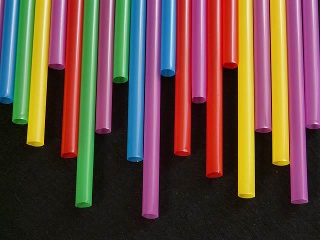 Penggunaan Alat Plastik Sekali Pakai Harus Dilarang (Dihentikan)