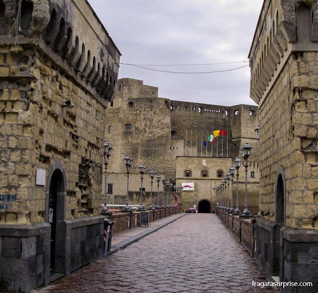 Castel d'Uovo, em Partenope, Nápoles, itália