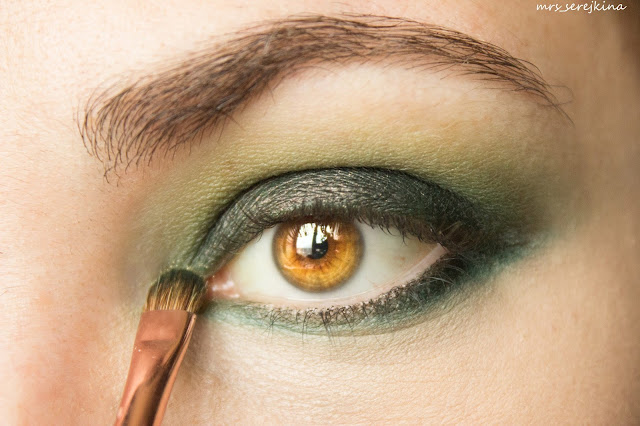 Green smoky eyes: step 8