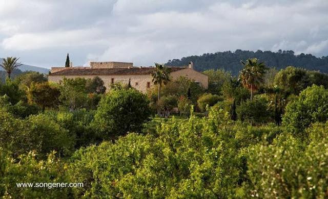 Finca en Mallorca con construcciones en piedra seca