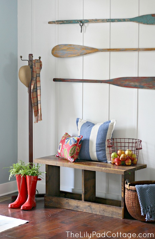 Complete With Paddles Used As Wall Decor To Create A Real Lake S Feel And Welcome Guests Kelly Home Very Cute Blog Lillypadcottage