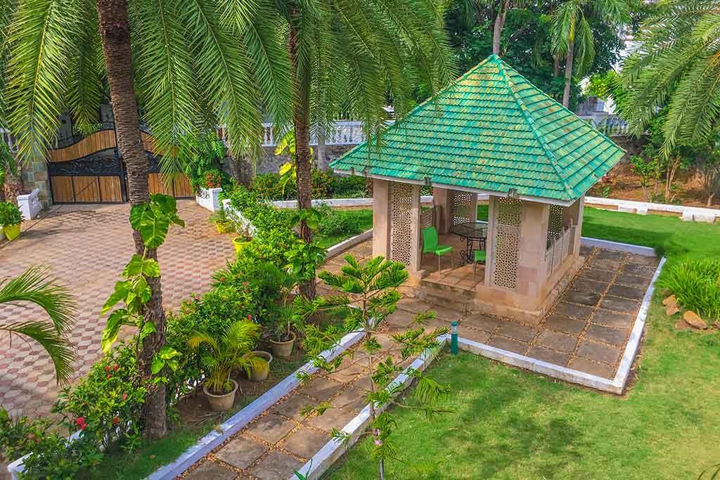 luxury farm house for rent in ecr