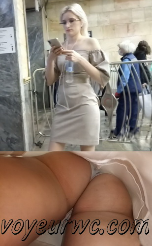 Upskirts N 2988-2997  (Upskirt voyeur videos with girls teasing with their butts on the escalator)