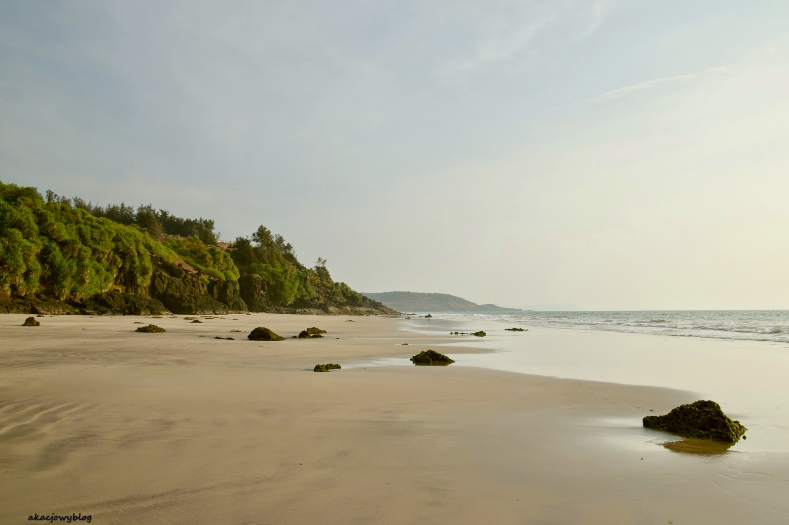 Indie - puste plaże wybrzeża Konkan.
