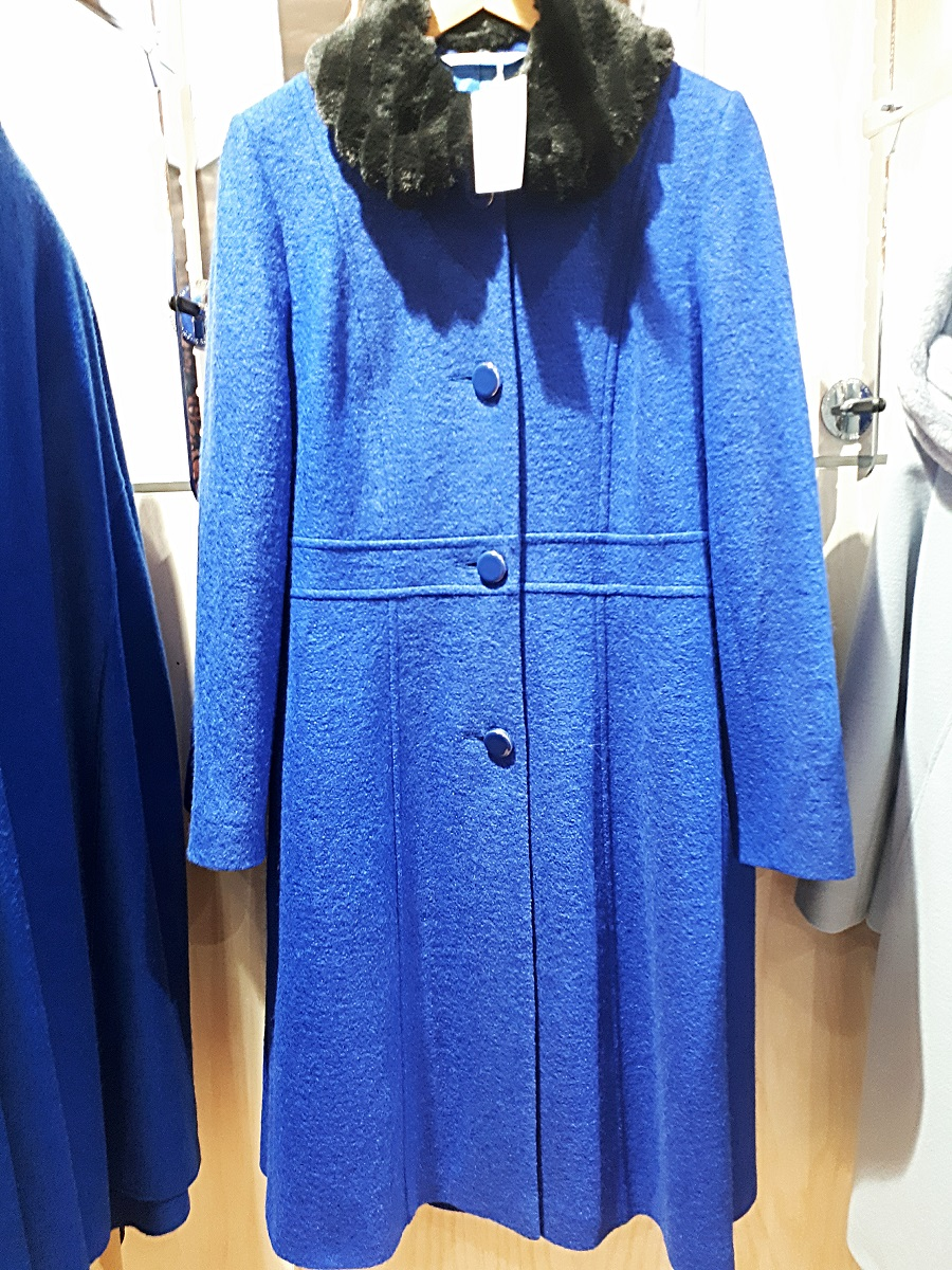 Vintage style, retro style, royal blue coat, The Style Guide Blog, NI, The Winsome Lady
