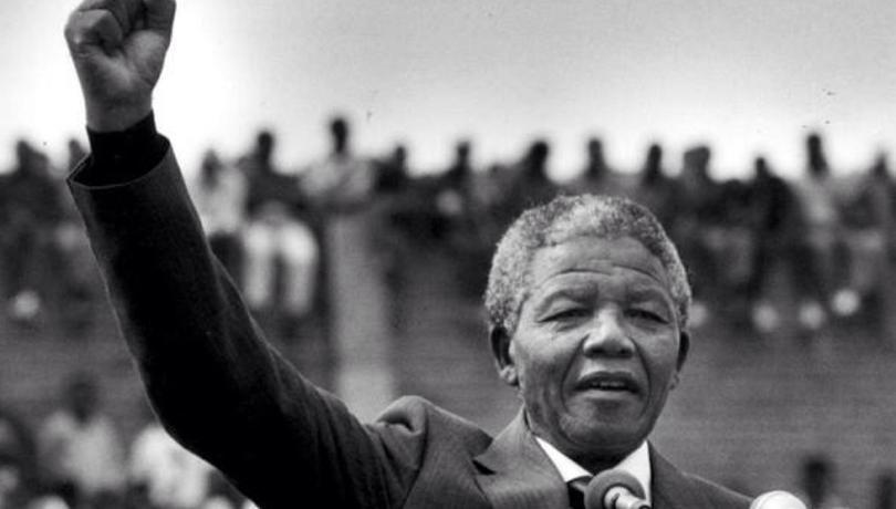 «Πάντα κάτι φαίνεται αδύνατο, μέχρι να πραγματοποιηθεί»: 7 χρόνια από τον θάνατο του Νέλσον Μαντέλα