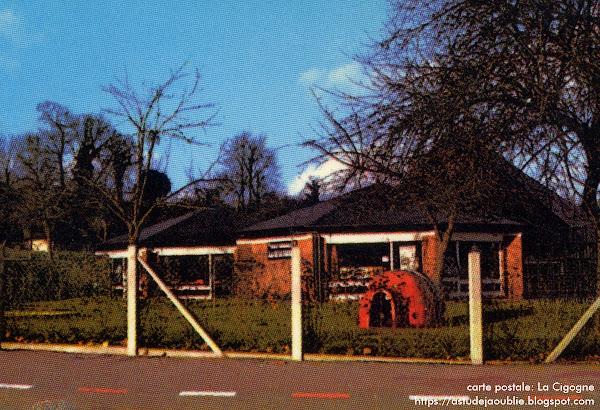Normandie, école maternelle - Forme de jeu en polyester polychrome  Sculpteur: André Borderie  Création: 1969