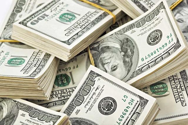 Sequía de divisas oficiales y fabricación de bolívares del BCV impactan en el mercado paralelo