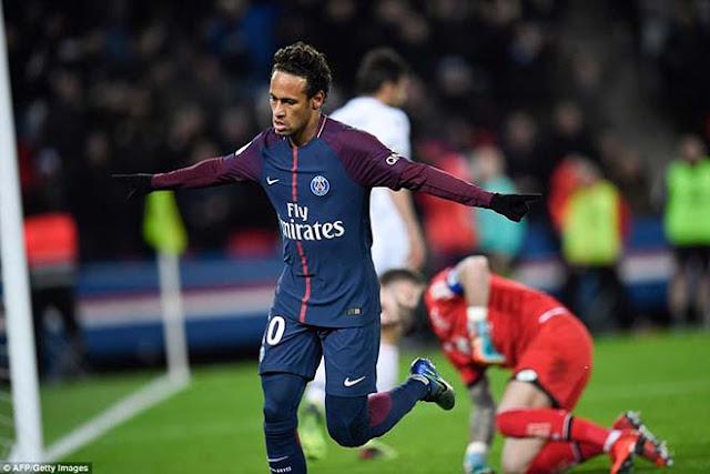 """Neymar tham lam """"cướp"""" penalty, phá cột mốc vĩ đại Cavani, CĐV PSG la ó 1"""