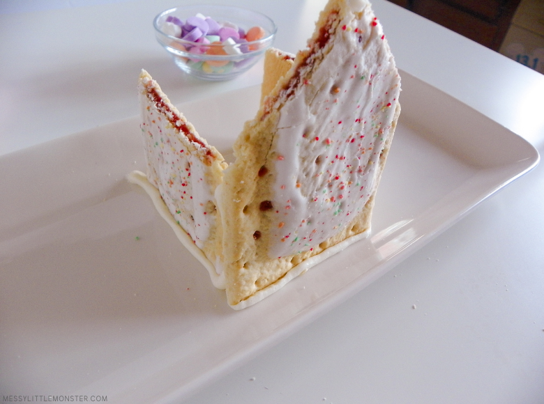 How to make a house from pop tarts
