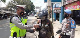 Hari Keempat Operasi Zebra Krakatau-2020, Belasan Pengendara Mendapatkan Reward Dari Satlantas Polres Tulang Bawang