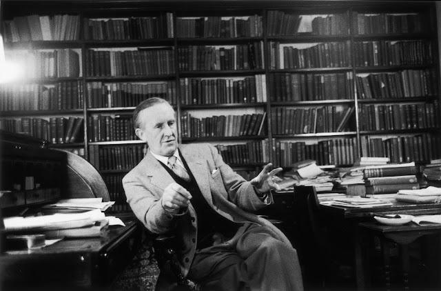 "La biblioteca di Tolkien ""rivivrà"" grazie a Oronzo Cilli"