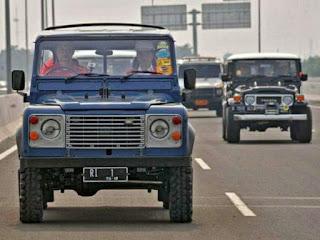 tentang Land Rover Defender County yang dinaiki Jokowi..