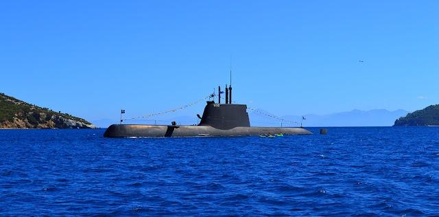 Επίσκεψη υψηλού συμβολισμού: Ο Μητσοτάκης στο υποβρύχιο Παπανικολής ανήμερα της 28ης Οκτωβρίου