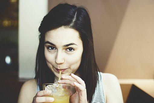 5 Bebidas esenciales que te ayudarán a perder peso en la noche