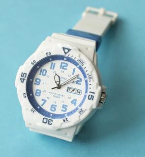 受験で机の上に立てて置ける腕時計