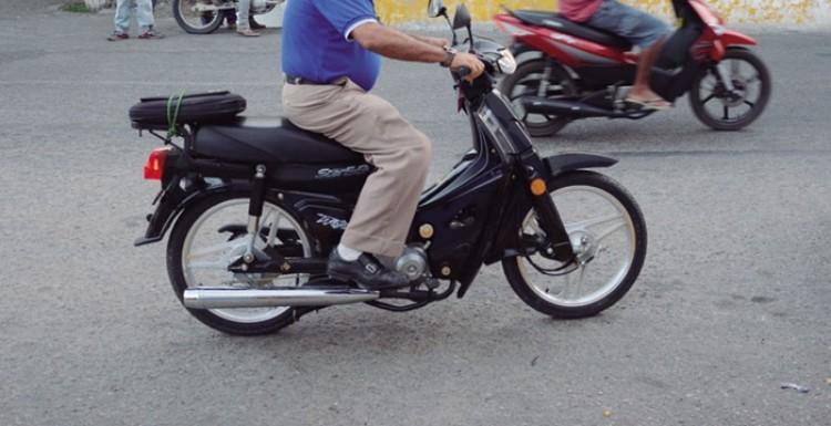 """Habilitação para moto """"cinquentinha"""" será exigida a partir de novembro"""