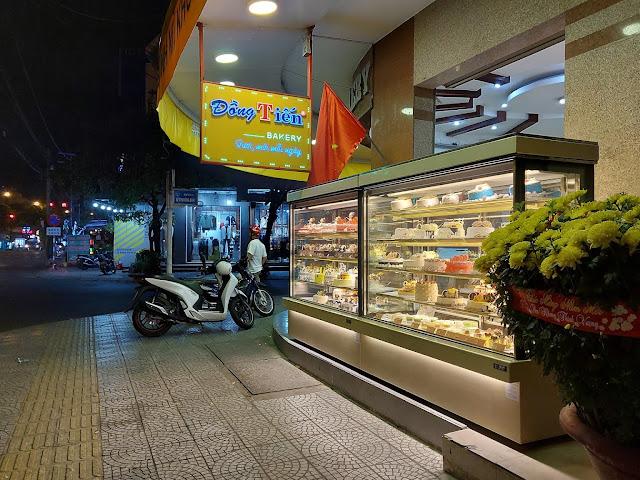 Bánh mì Đồng Tiến (Dong Tien Bakery)
