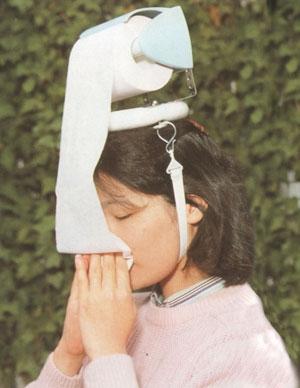 Invento extraño papel sanitario en la cabeza