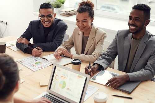 5 نصائح للعثور على العملاء كمطور مستقل
