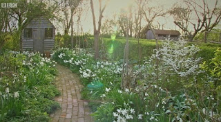 curved path with the borders