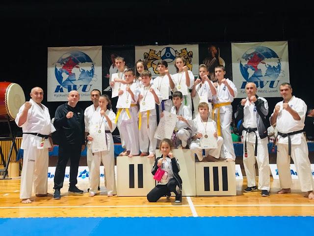 """Клуб """"Гладиатор"""" Бургас спечели 11 медала на Националната купа по карате"""