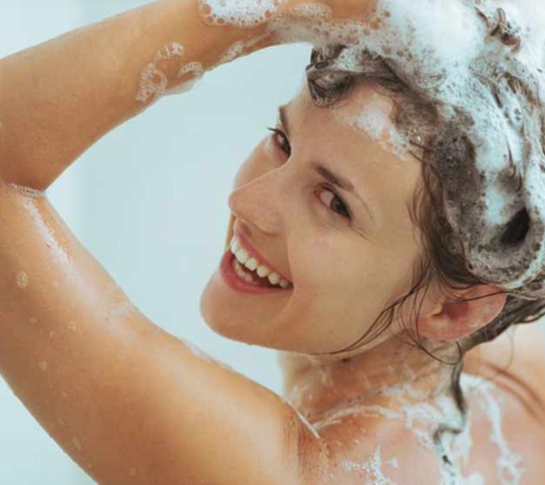 كيف تغسل شعرك بالشامبو