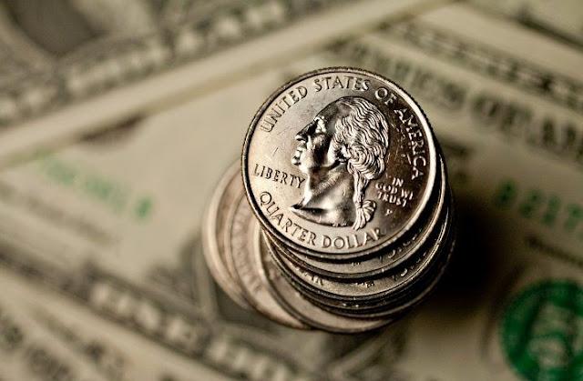 Dinheiro vivo e dólar em espécie para uma viagem na Califórnia