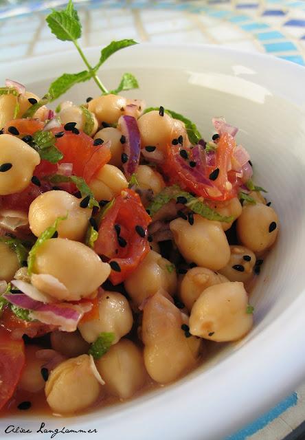 Orientalischer Salat mit Minze und Sesam