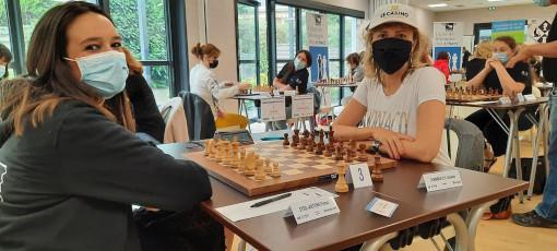 La grand-maître Tatiana Dornbusch (2249 Elo - Monaco) face à la maître internationale Fiona Steil-Antoni (2143 Elo - Vandoeuvre) dans la ronde 2 du Groupe B - Photo © Jean-Michel Rapaire