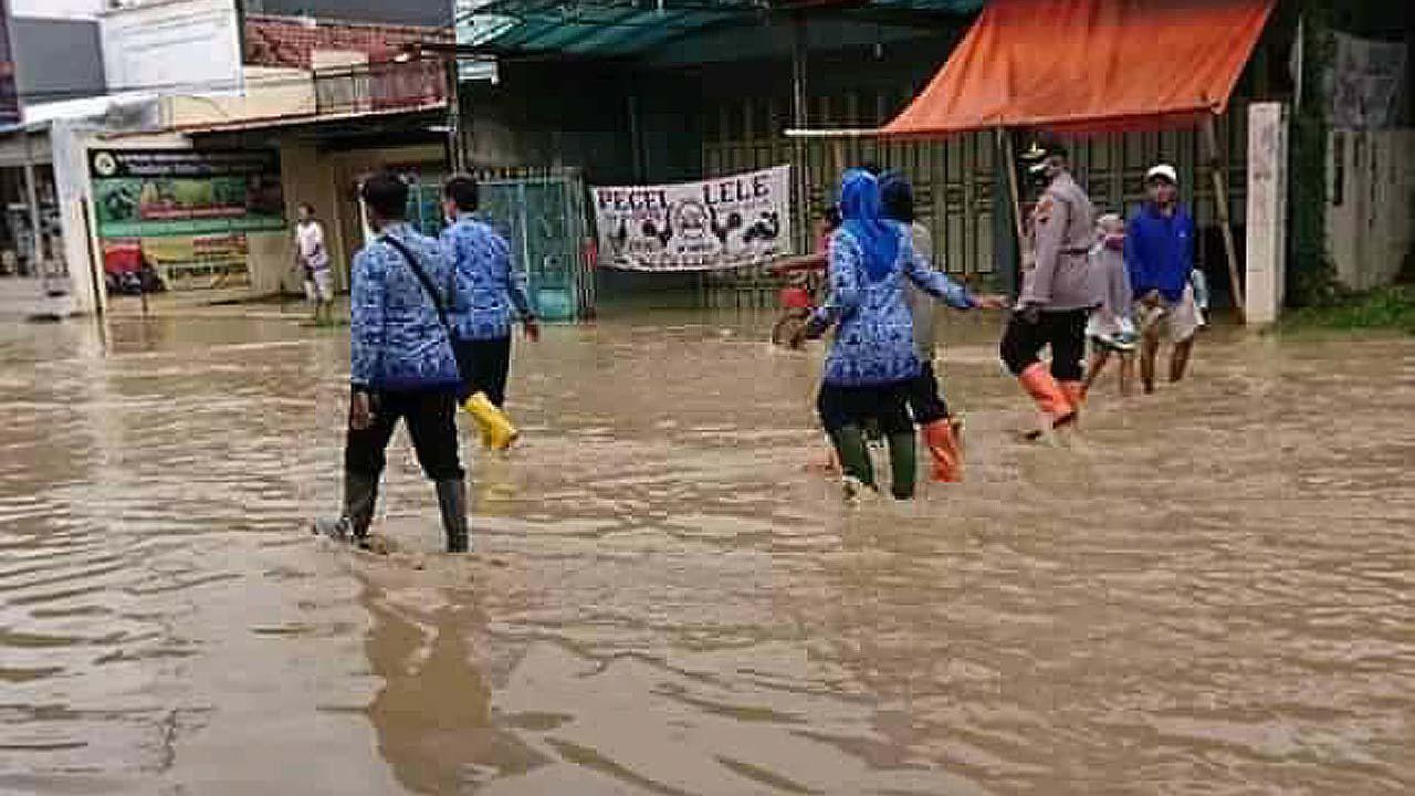 Akibat Semalam Curah Hujan Ekstrem, Sejumlah Desa di Ketanggungan Brebes Alami Banjir