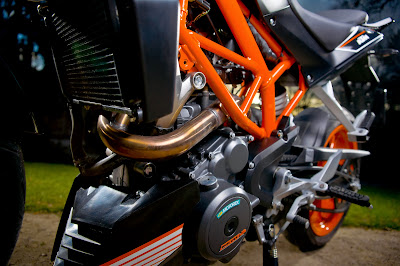Ottimo Motorworks: ZZR 250 CONVERT TO A STREETFIGHTER!