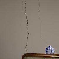 Grieta en pared por movimiento sísmico