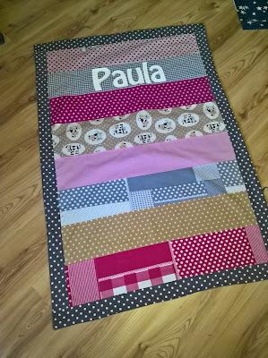 Kuscheldecke Babydecke Decke Baby Geschenk Geburt Taufe Mädchen Paula pink rosa beige cappuccino grau Sterne Punkte Kühe Bauernhof Name handmade nähen Buntje Baumwolle