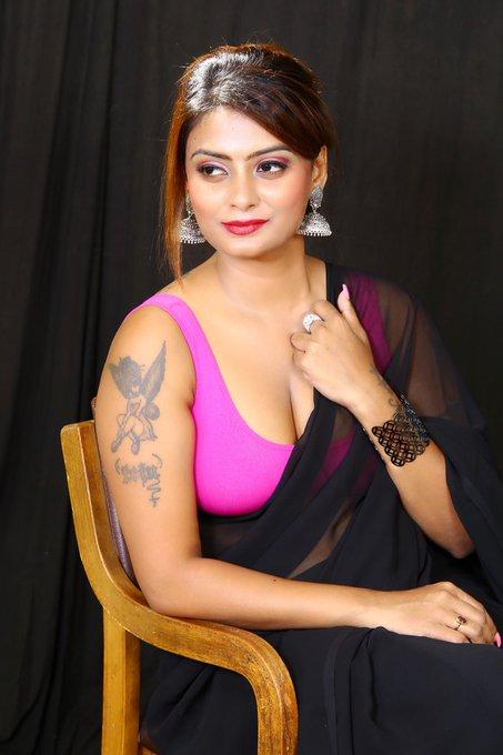 Twinkle Kapoor Hot in Saree Photos