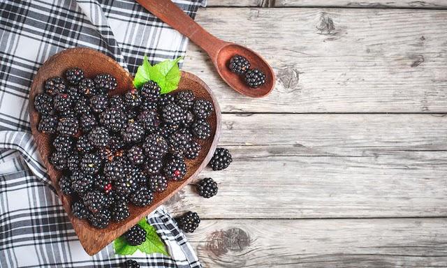 Βατόμουρα: 9 λόγοι για να τα εντάξετε στη διατροφή σας