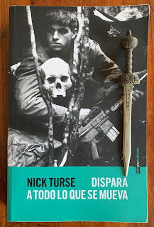 Portada del libro Dispara a todo lo que se mueva, de Nick Turse