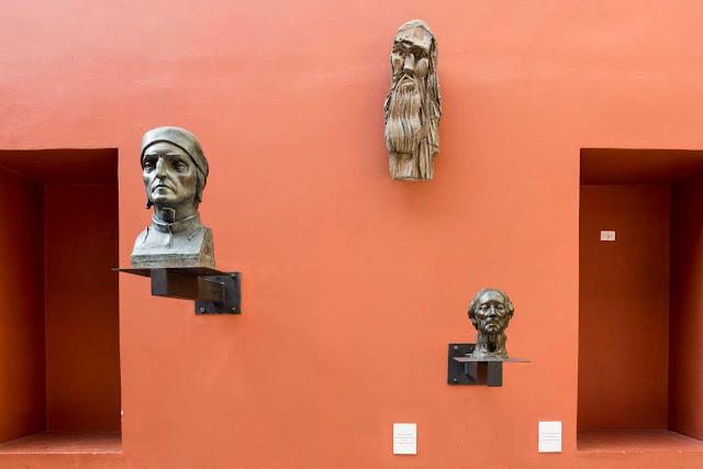 A genialidade de Da Vinci, a poesia de Dante e a ironia de Voltaire