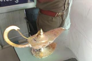 يحصل في الهند طبيب هندي طيب يشتري مصباح علاء الدين السحري