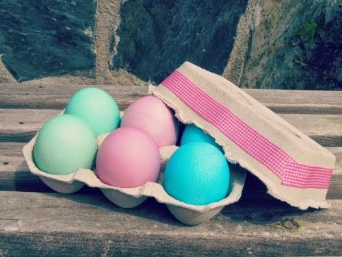 Presentación huevos de Pascua decorados