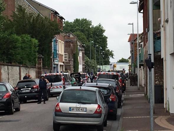 """""""Εξουδετερώθηκαν"""" οι ένοπλοι που εισέβαλαν σε εκκλησία της Νορμανδίας -"""