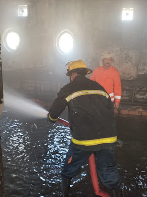 اخماد حريق داخل قاعة للمناسبات الدينية في الاعظمية ببغداد