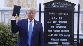 Siyah İncil'i kap Trump