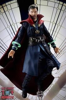 S.H. Figuarts Doctor Strange (Battle On Titan Edition) 02