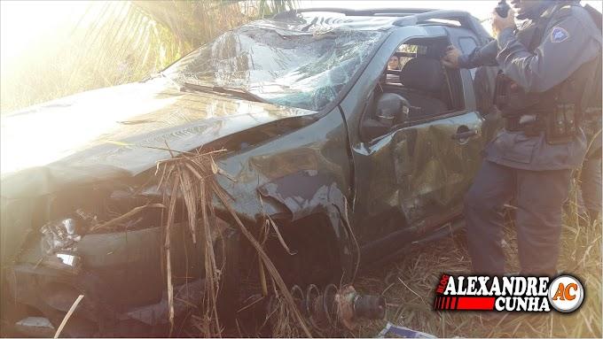 Para não matar motoqueiro, Motorista desvia, perde controle do veículo e capota, na ladeira do Angelim em Chapadinha.
