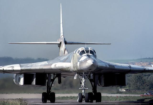 Аналогичный самолет Ту-160 (Rob Schleiffert)