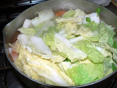 餃子鍋用野菜に火入れ