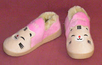 https://winnieswishauction.blogspot.com/2016/06/item-10-womens-pink-cat-slippers.html