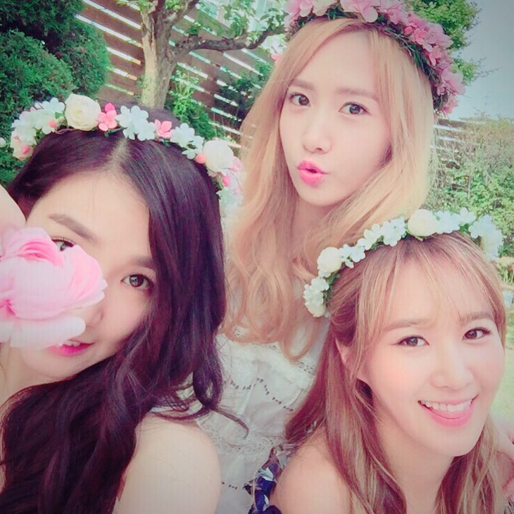 SNSD's Tiffany shared beautiful pictures together with ...