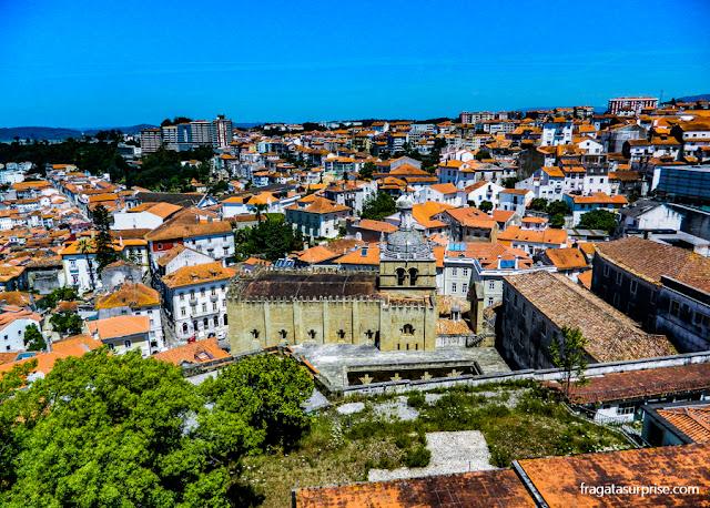 A Sé Velha de Coimbra vista do Paço das Escolas, o edifício principal da Universidade